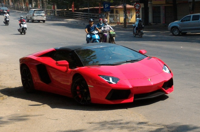 Lamborghini Aventador mui tran xuat hien o Hai Phong hinh anh