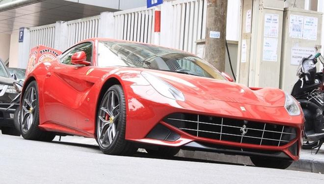 Sieu xe Ferrari F12 Berlinetta dau tien lan banh o Ha Noi hinh anh