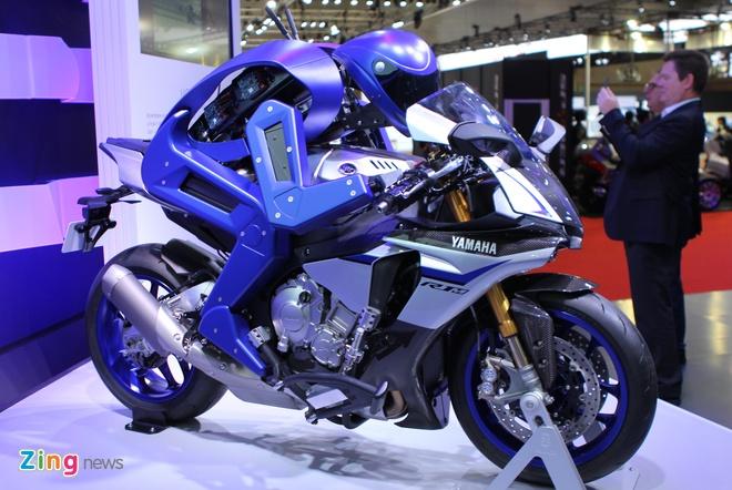 Nguoi may cam lai Yamaha R1M thach dau Valentino Rossi hinh anh 1