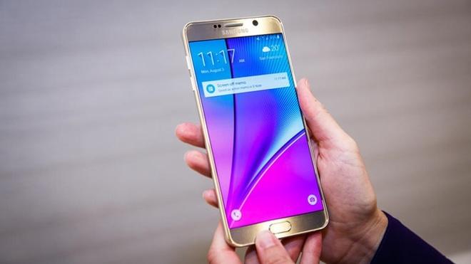 Vi sao da den luc Google tu tay san xuat phan cung? hinh anh 2 Galaxy Note 5 của Samsung.