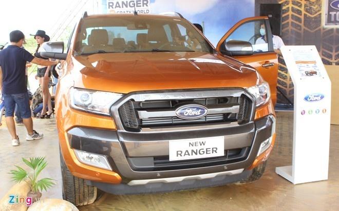 Ford Ranger dan dau phan khuc xe ban tai tai VN hinh anh 1