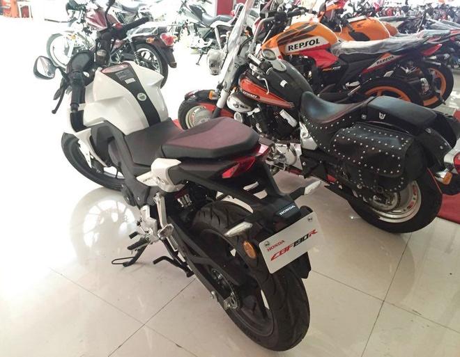 Honda CBF190R 2015 dau tien ve Viet Nam, gia 105 trieu hinh anh 2