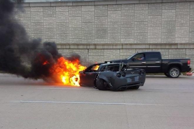 Chevrolet Corvette dam dai phan cach o toc do 241 km/h hinh anh