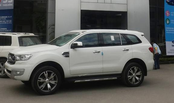 Ford Everest 2016 ve dai ly, gia cao nhat hon 1,6 ty dong hinh anh