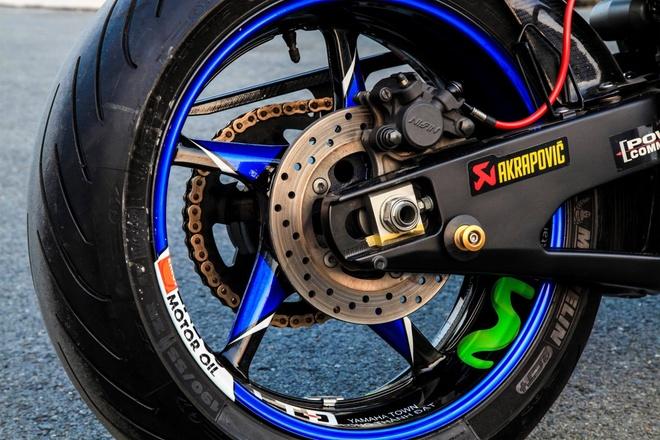 Yamaha R1 do dan ao phong cach xe dua cua Lorenzo hinh anh 4