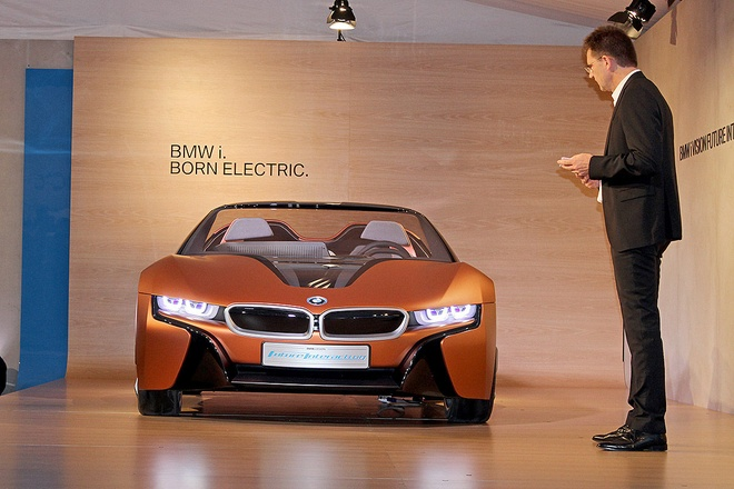 Y tuong BMW i8 Spyder tu dieu khien ra mat o CES 2016 hinh anh 3