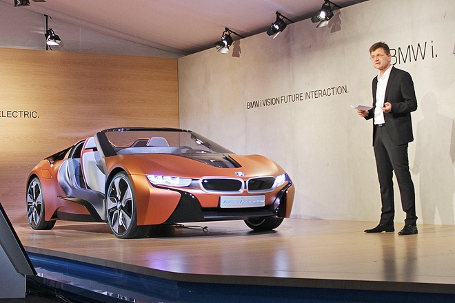 Y tuong BMW i8 Spyder tu dieu khien ra mat o CES 2016 hinh anh