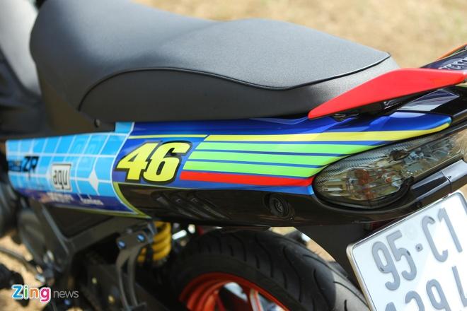 Yamaha Z son dan ao noi bat cua tin do Valentino Rossi hinh anh 3