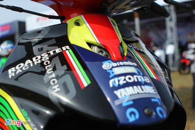 Yamaha Z son dan ao noi bat cua tin do Valentino Rossi hinh anh 4