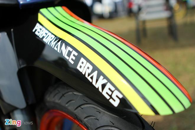 Yamaha Z son dan ao noi bat cua tin do Valentino Rossi hinh anh 5