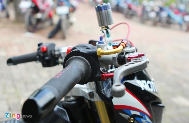 Suzuki Raider len do choi hang hieu cua biker Ha thanh hinh anh 4