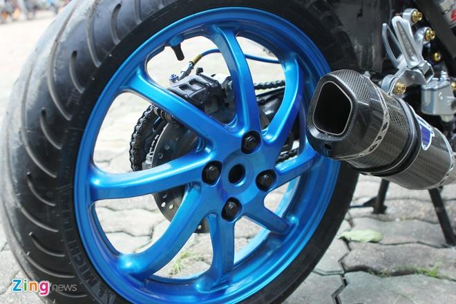 Suzuki Raider len do choi hang hieu cua biker Ha thanh hinh anh 6