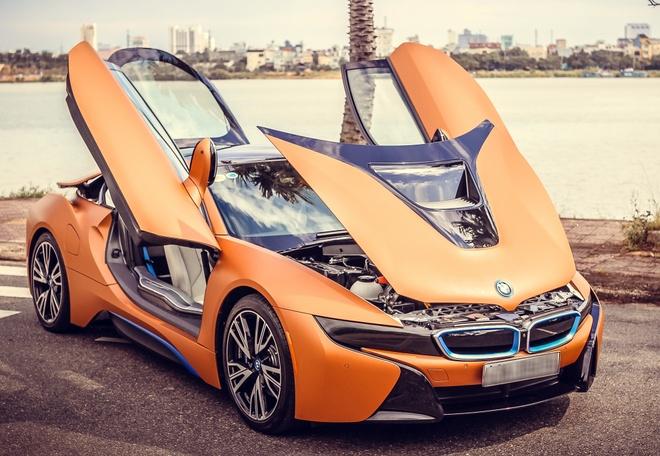 Cap sieu xe BMW i8 khoe ve dep tren duong pho Da Nang hinh anh