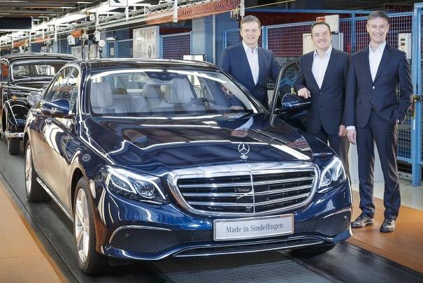 Mercedes E-Class 2016 dau tien xuat xuong hinh anh