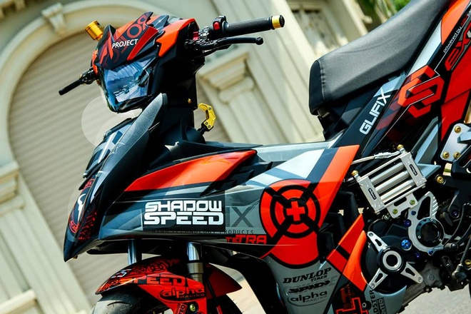 Exciter 150 son dan ao mau cam cua biker Sai Gon hinh anh 2