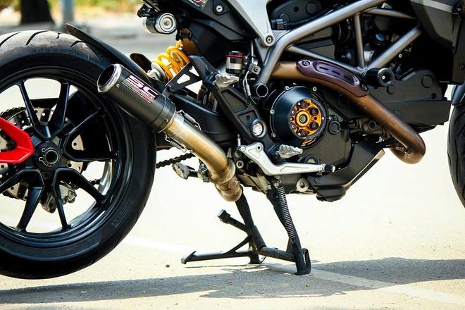 Ducati Hyperstrada son phoi mau xam den cua biker Sai Gon hinh anh 4