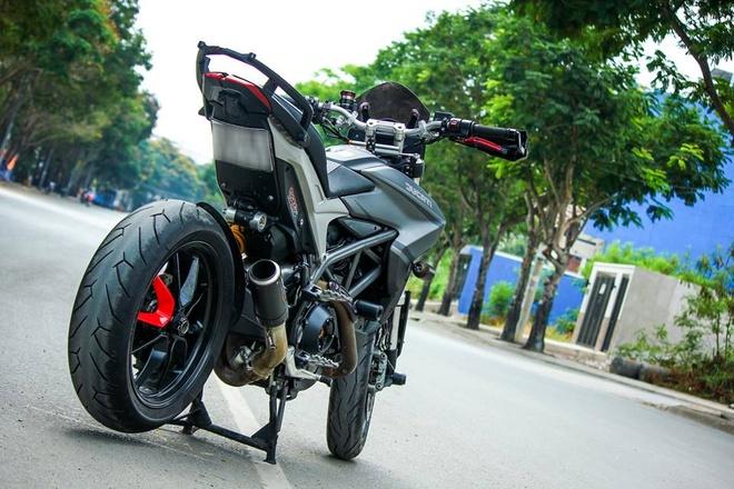 Ducati Hyperstrada son phoi mau xam den cua biker Sai Gon hinh anh 5