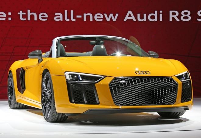 Audi R8 Spyder V10 2017 ra mat o trien lam New York hinh anh