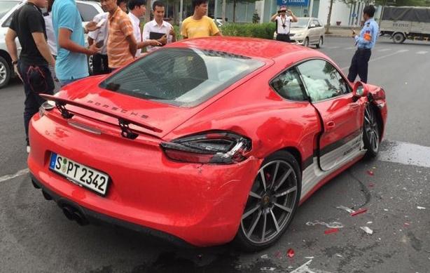 Xe Porsche gap nan trong chuong trinh lai thu o TP HCM hinh anh