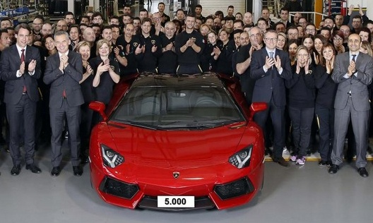 Lamborghini Aventador thu 5.000 xuat xuong hinh anh