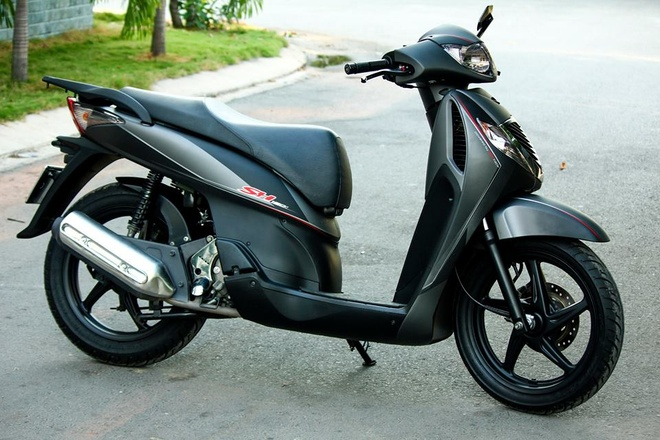 Honda SH 2008 son dan ao mau xam den thanh lich o Sai Gon hinh anh