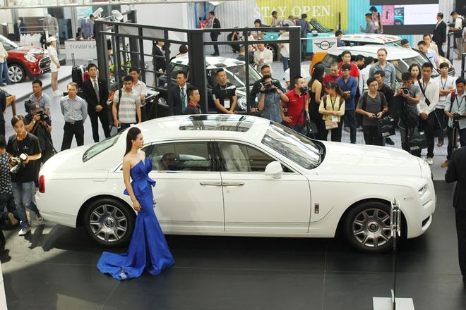 BMW, Rolls-Royce lan dau lam trien lam chung o Viet Nam hinh anh
