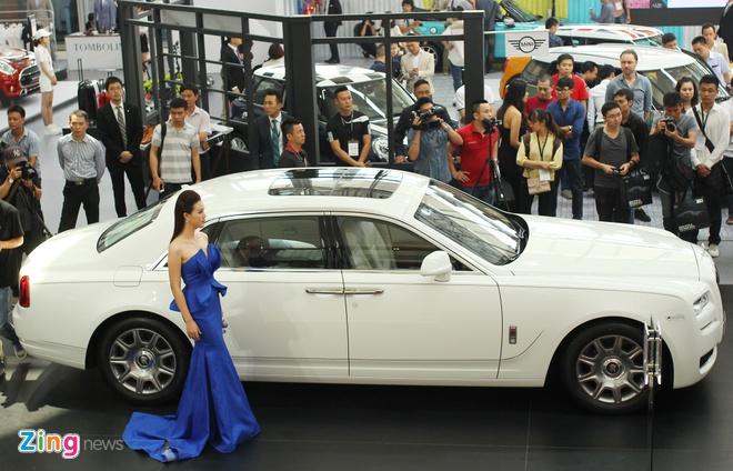 BMW, Rolls-Royce lan dau lam trien lam chung o Viet Nam hinh anh 3