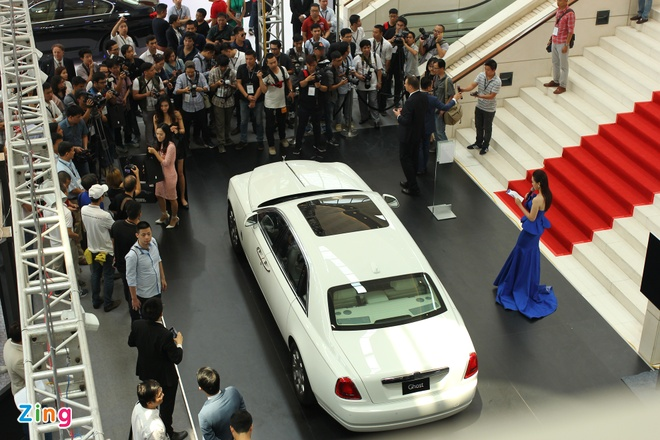 BMW, Rolls-Royce lan dau lam trien lam chung o Viet Nam hinh anh 2