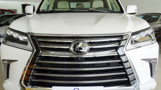 Lexus LX 570 mui tran rao ban o Dubai hinh anh