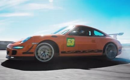 Man drift voi Porsche 911 GT3 RS tren truong dua o My hinh anh