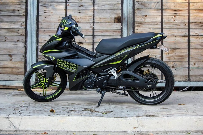 Exciter 150 phoi mau the thao cua biker Sai Gon hinh anh 1