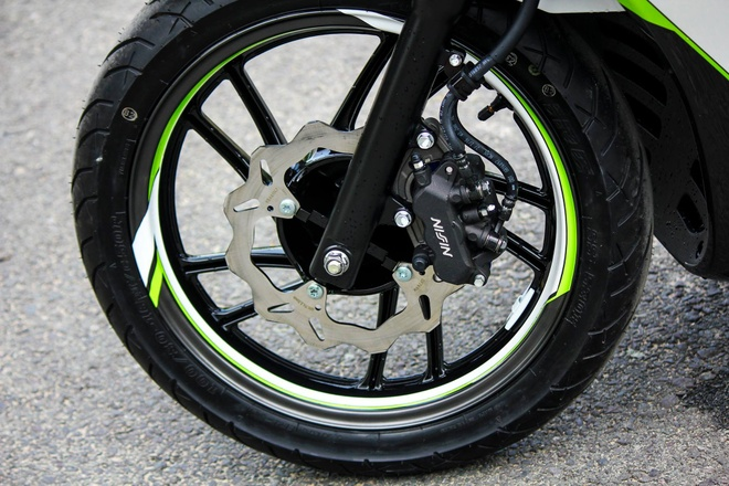 Honda SH 125i son phoi mau tre trung cua biker Sai Gon hinh anh 4