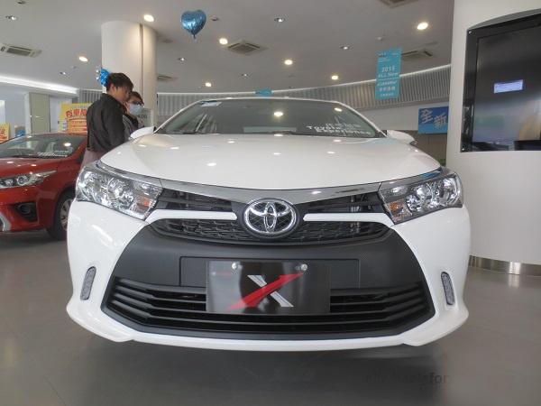 Toyota ra them Corolla Altis X voi ngoai that the thao hinh anh