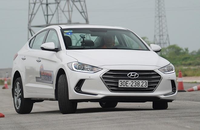 Co hoi nao cho Hyundai Elantra 2016 trong phan khuc C? hinh anh