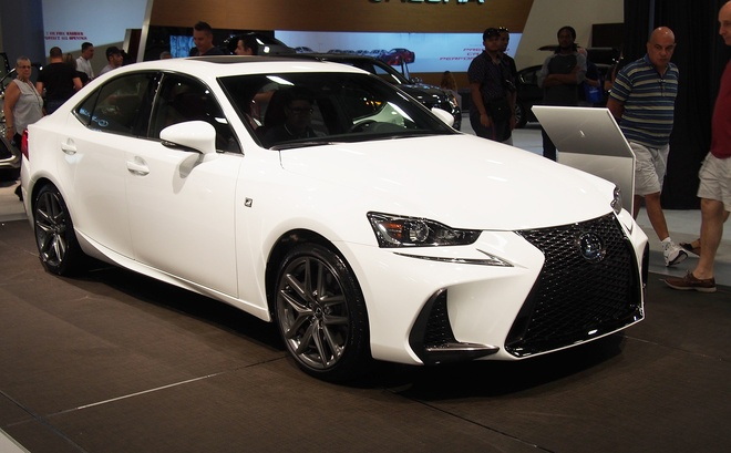 Lexus IS 2017 den thi truong Bac My hinh anh