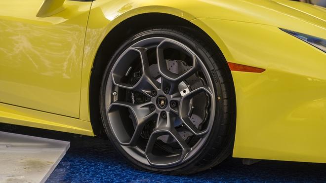 Lamborghini Huracan LP580-2 Spyder ra mat anh 4