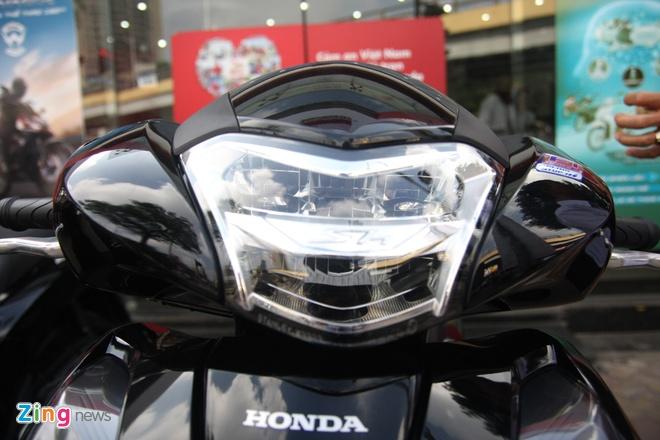 So sanh Honda SH 2017 va ban cu o Viet Nam hinh anh 3
