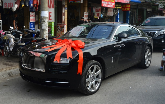 Rolls-Royce dai gia tang Hoa hau Thu Ngan hon 30 ty dong hinh anh