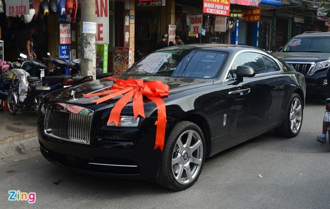 Rolls-Royce dai gia tang Hoa hau Thu Ngan hon 30 ty dong hinh anh 1