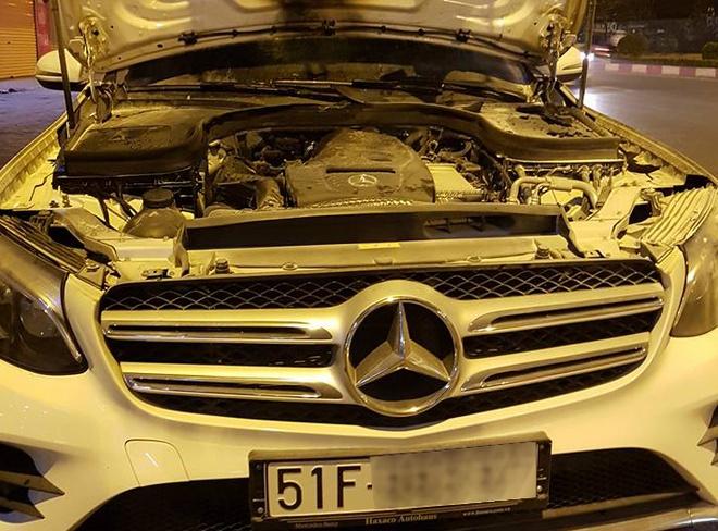 Mercedes GLC bi chay khoang dong co o Viet Nam hinh anh 1
