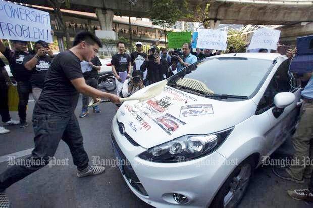 Hai mau xe Ford bi tay chay tai Thai Lan, e am o Viet Nam hinh anh 1