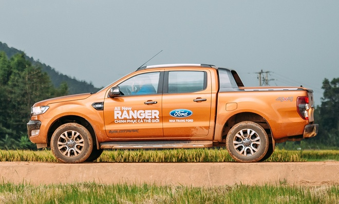 Ford Ranger co them ban Wildtrak 2.2L, gia tu 837 trieu dong hinh anh