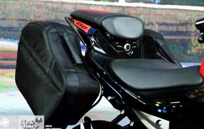 Suzuki GSX-S150 ban duong truong gia gan 1.900 USD o Indonesia hinh anh 4