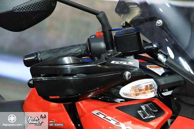 Suzuki GSX-S150 ban duong truong gia gan 1.900 USD o Indonesia hinh anh 5