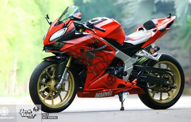 Honda CBR250RR do phong cach 'Nguoi Nhen' o Indonesia hinh anh