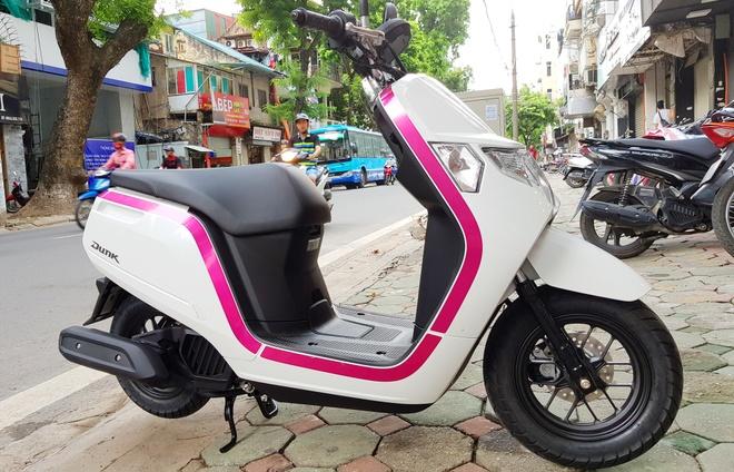Xe tay ga 50 phan khoi Honda Dunk 2017 dau tien tai Ha Noi hinh anh