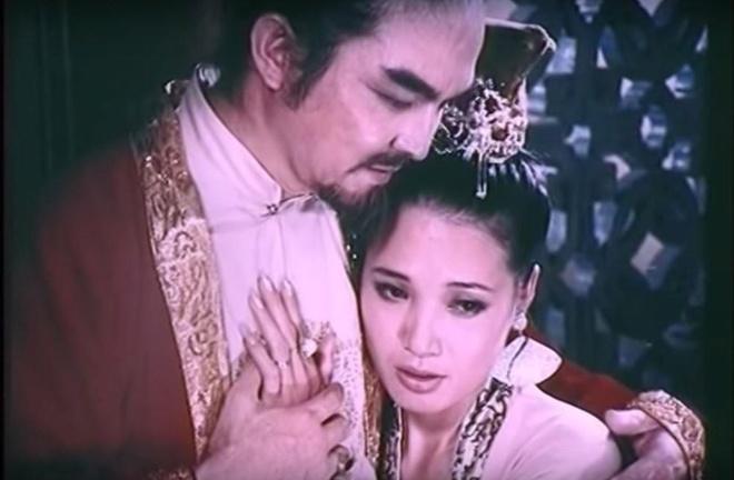 Trịnh Sâm hoan lạc, si mê để Đặng Thị Huệ lộng hành như thế nào?