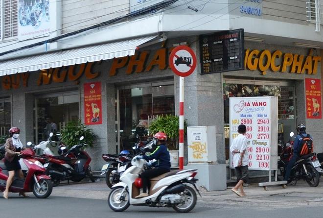 Hai nguoi Trung Quoc nghi ban gan 60 kg vang gia hinh anh 1