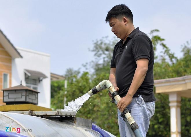 Hang chuc xe bon chay het cong suat cuu han cho nong dan hinh anh 9