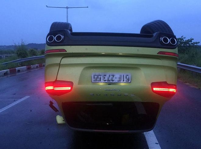 Xe Porsche 5 ty dong lat ngua tren cao toc TP.HCM - Dau Giay hinh anh